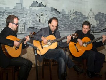 Restaurants with Fado